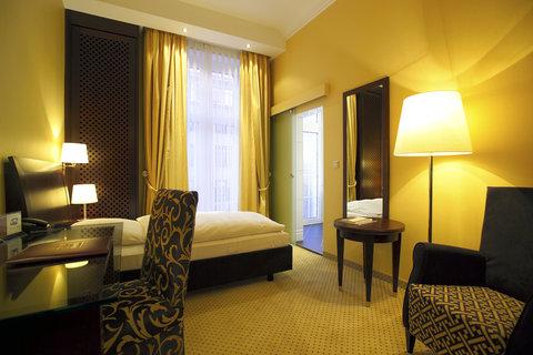 Kastens Hotel Luisenhof - Standard Room at Kastens Hotel Luisenhof Hannover