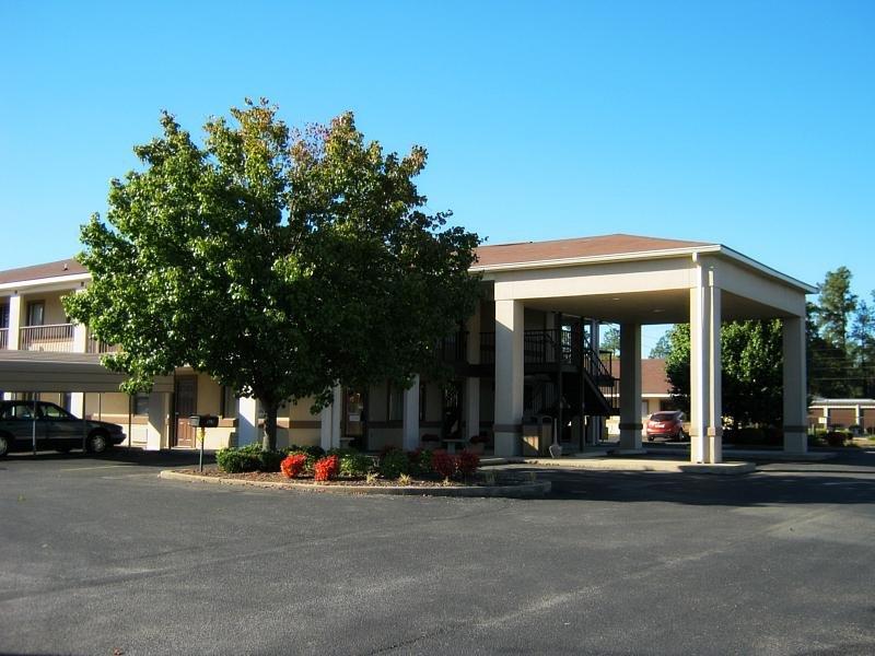 The Briarwood Inn Hotel - Amory, MS