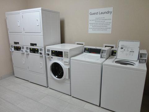 Holiday Inn Express KENEDY - Laundry Facility
