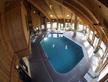Baymont Inn & Suites Battle Creek Downtown - Pool