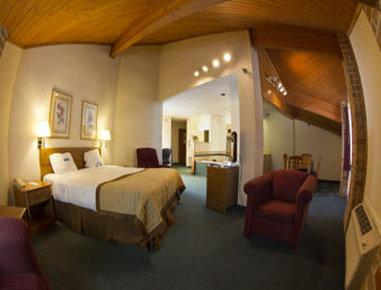 Baymont Inn & Suites Battle Creek Downtown - Presidential Jacuzzi King Suite