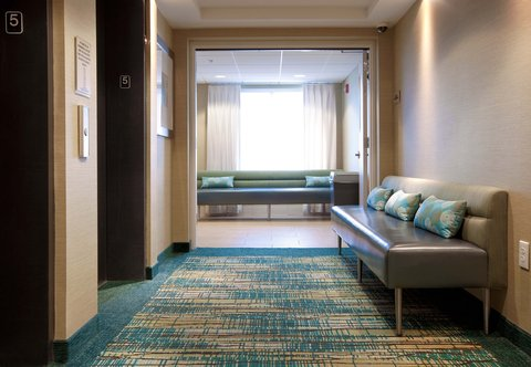 SpringHill Suites Athens - Elevator Lobby