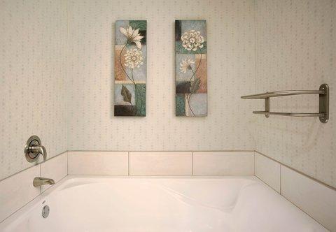 SpringHill Suites Athens - King Suite Bathroom