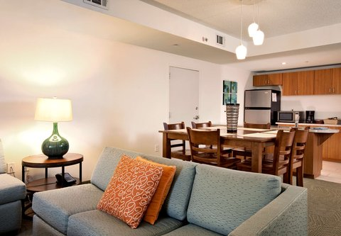 SpringHill Suites Athens - Presidential Suite Dining Area