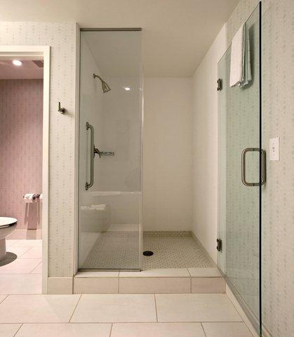 SpringHill Suites Athens - Presidential Suite Bathroom