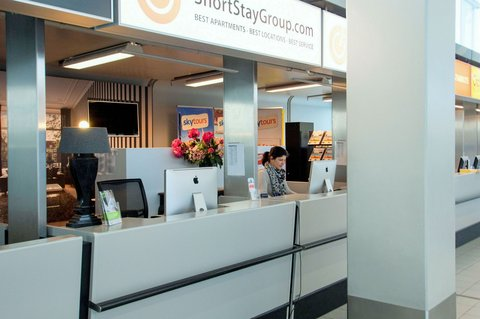 East Quarter Apartments - Amsterdam Schiphol airport check in desk
