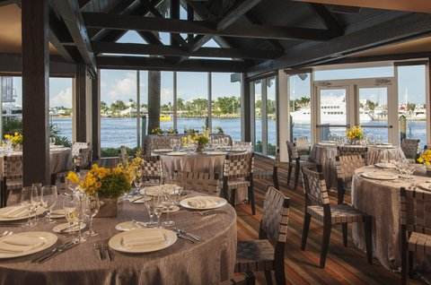 هيلتون فورت لودرديل مارينا - Waterway Wedding Set With Flowers