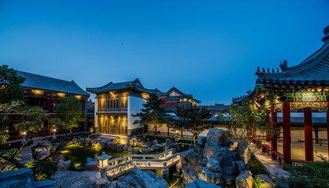 Lv Garden Huanghuali Art Galle - West Garden At Dusk