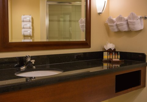 Baltimore Marriott Inner Harbor at Camden Yards - Larger King Guest Bathroom