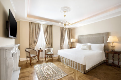King George Hotel a Luxury Collection Hotel - Penthouse Suite Master Bedroom