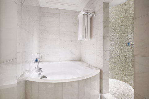 King George Hotel a Luxury Collection Hotel - Penthouse Suite Bathroom