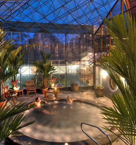 Monteverde Lodge & Gardens - Jacuzzi with glass atrium