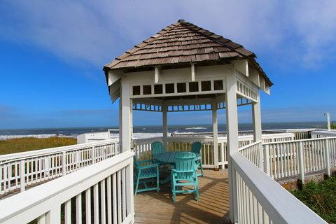 Ramada Plaza Nags Head Oceanfront - Outdoor gazebo