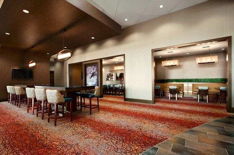 Embassy Suites Springfield - Lobby