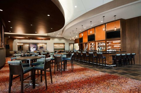 Embassy Suites Springfield - Crossroads Bar   Grille
