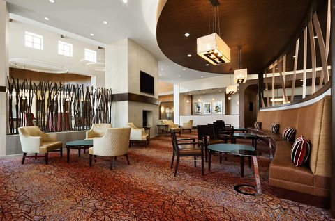 Embassy Suites Springfield - Dining Area