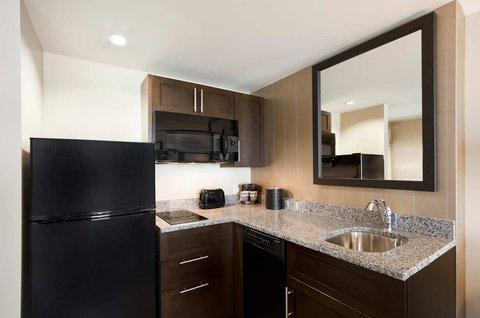 Embassy Suites Springfield - Kitchen
