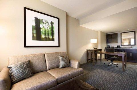 Embassy Suites Springfield - Suites