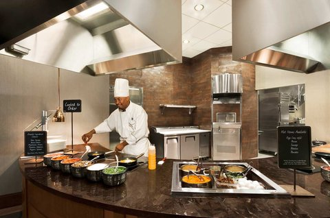 Embassy Suites Springfield - Omelet Station