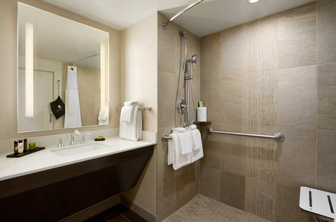 Embassy Suites Springfield - Roll-in Shower