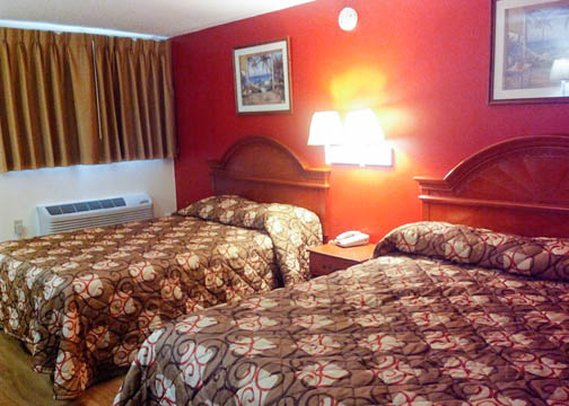 Econo Lodge Ft. Lee View of room