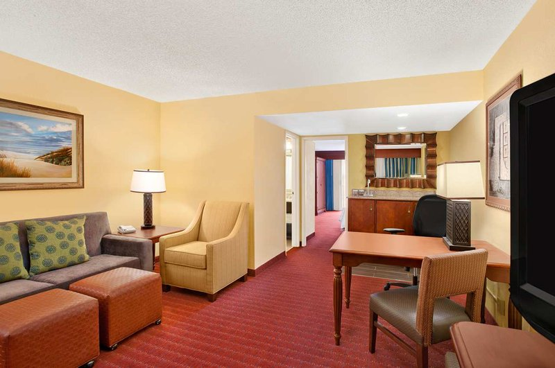 Embassy Suites Orlando - North Suite