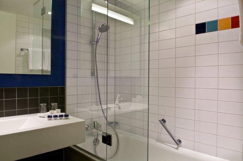 Hotel Park Inn by Radisson Stuttgart Guest Bathroom