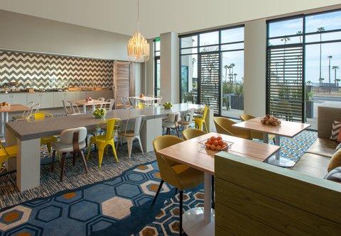 SpringHill Suites San Diego Oceanside/Downtown - Breakfast Lounge