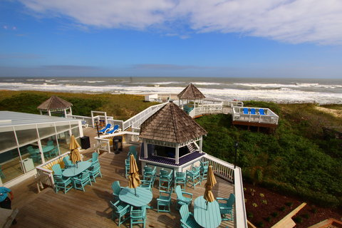 Ramada Plaza Nags Head Oceanfront - Dragonfly deck bar view