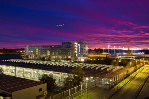 拉迪森萨斯机场酒店 - Well connected