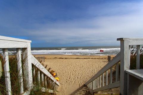 Ramada Plaza Nags Head Oceanfront - Beach Steps