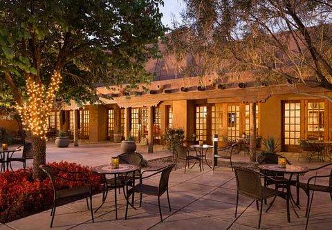 Courtyard Albuquerque - Courtyard Sitting Area