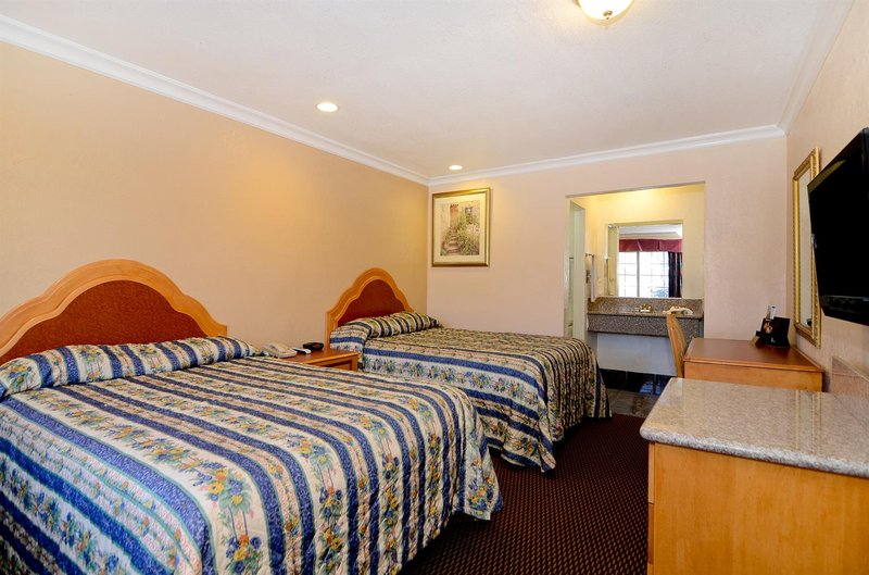 Americas Best Value Inn - Corona, CA