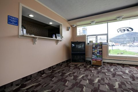Americas Best Value Inn Bradford - Front Desk