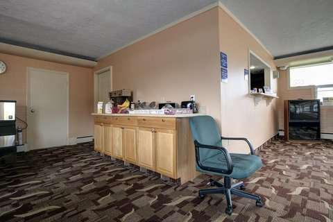 Americas Best Value Inn Bradford - Breakfast Lobby