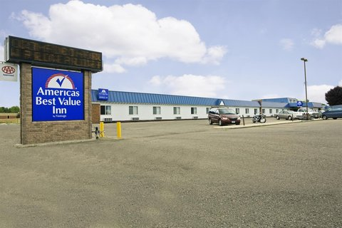 Americas Best Value Inn Grand Forks - Exterior With Sign