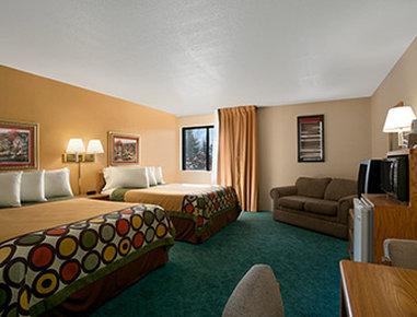 Super 8 Alexandria MN Hotel - Upgraded Double Queen Bed Room
