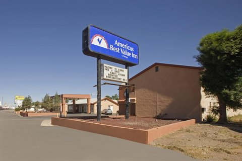 Americas Best Value Inn Clovis - Exterior With Sign