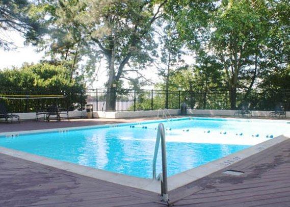 Crowne Plaza Hotel Secaucus-Meadowlands Kilátás a medencére