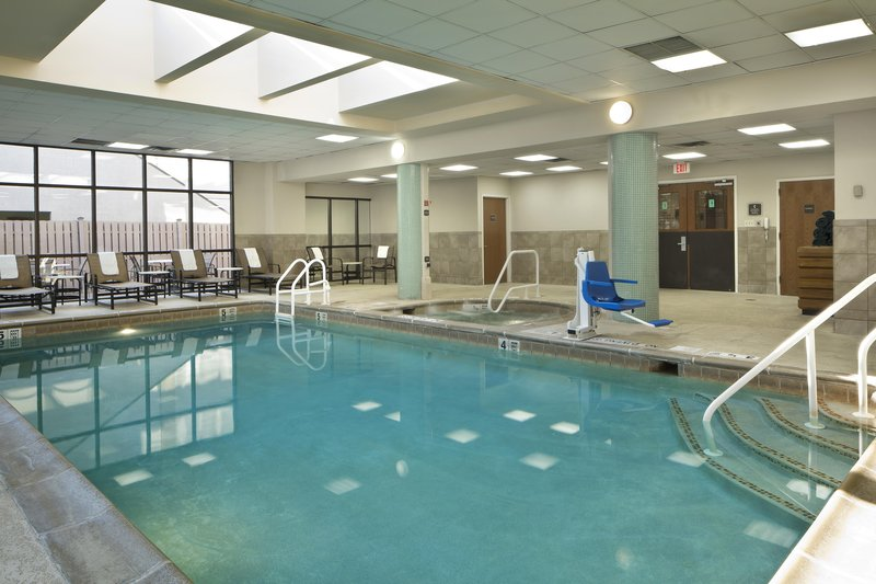 Embassy Suites Secaucus - Meadowlands Вид на бассейн