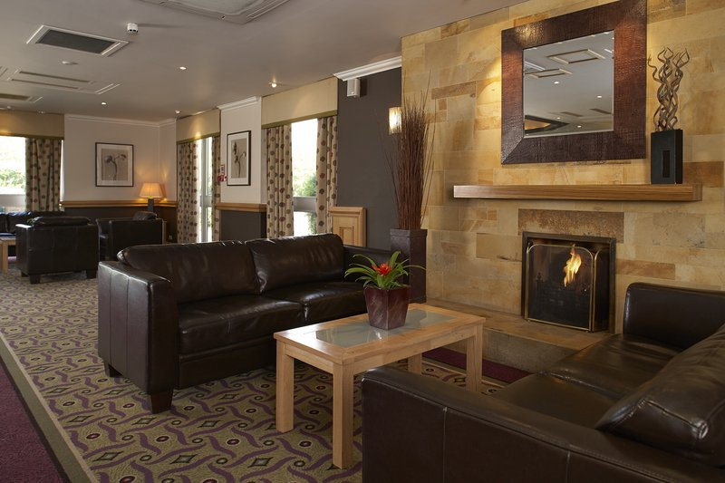 Holiday Inn Leeds-Garforth Bar/Lounge