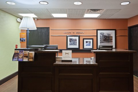 Hampton Inn Elkhart IN - IMGHampton Elkhart INFrontdesk