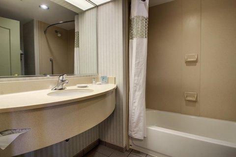 Hampton Inn & Suites Chicago / Aurora - Standard Bathroom