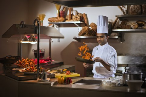 فندق كريستال أبوظبي - Gems Restaurant Live Cooking
