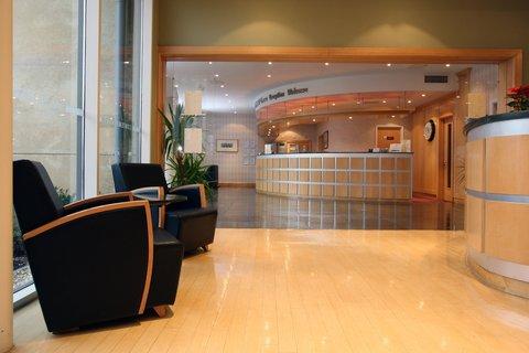Future Inn Cardiff Bay - Lobby area at Future Inn Cardiff