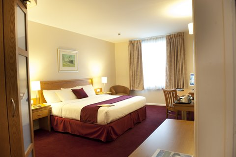 Future Inn Cardiff Bay - King Suite with Canadian King Size Bed