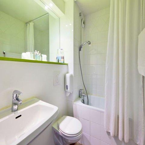 卡尔卡松兰庭西伊利亚德酒店 - Bathroom
