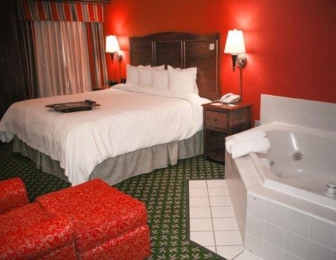 Hampton Inn Elkhart IN - Deluxe Whirlpool Room at Hampton Inn Elkhart