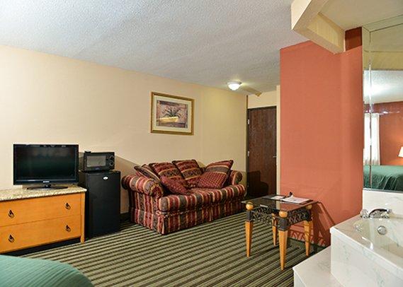 Quality Inn & Suites - Centerville, TN