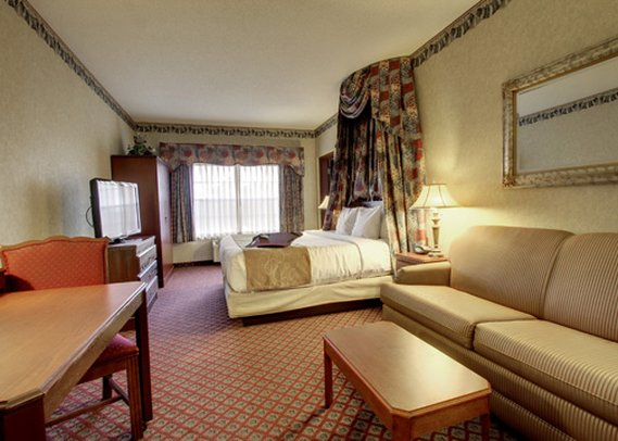 Holiday Inn Express & Suites AURORA - NAPERVILLE - Aurora, IL